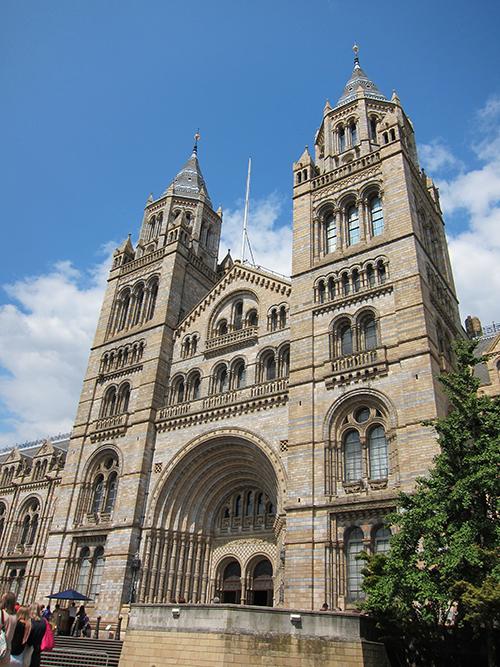 National History Museum, opened in Year 1881 自然史博物館,正式開館於1881年